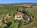Villefrançon, le château et sa douve circulaire.jpg
