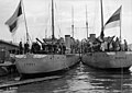 Virolaiset sotalaivat Lennuk ja Wambola Eteläsatamassa - N2332 (hkm.HKMS000005-000001ho).jpg