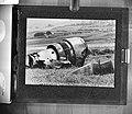 Vliegtuigmotor van één van de verongelukte jumbojets, Bestanddeelnr 929-1008.jpg