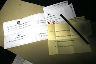 2009–10 Chilean presidential election - Ballots of the first round of the presidential election (in yellow) and the parliamentary election (in white).
