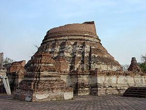 Wat Kudi Dao - Principal Chedi of Wat Kudi Dao