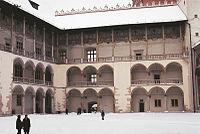 Renesansowy dziedziniec zamku - skrzyd�o wschodnie i po�udniowe