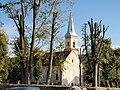 Widok kościoła od strony cmentarza.JPG