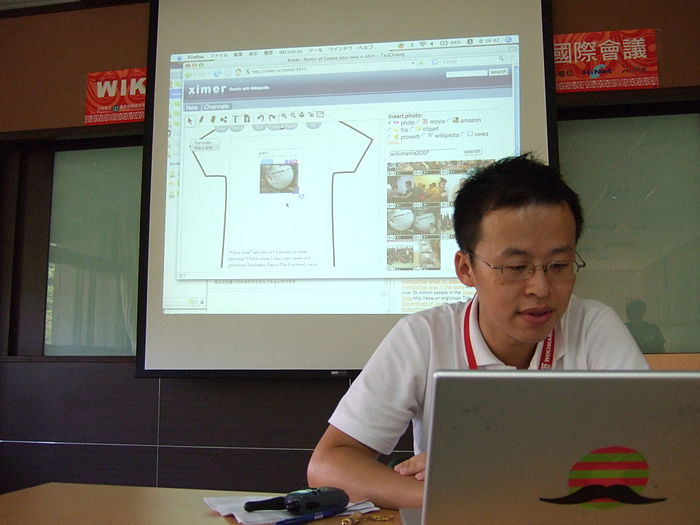 Wikimania 2007 day 1 tzu-chiang wikipedia c shirt.JPG
