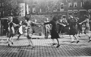 Dolle Dinsdag - Dolle Dinsdag celebration (5 September 1944) at Willebrordusplein, Rotterdam