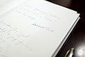 Wpis Premiera Donalda Tuska w księdze pamiątkowej (6166814469).jpg