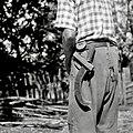 """""""Kosir v leseni taški"""", vtaknjeni za pas. Kosir rabijo za klestenje kolov, vej, trnja. Brlog 1956.jpg"""