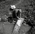 """""""Ob periu?nk touče"""" (pere ob potoku). Pri Lovrinčku, Male Lašče 1960.jpg"""
