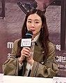(TV10) 최지우와 주진모의 완벽한 케미 캐리어를 끄는 여자 제작발표회 최지우 55s.jpg