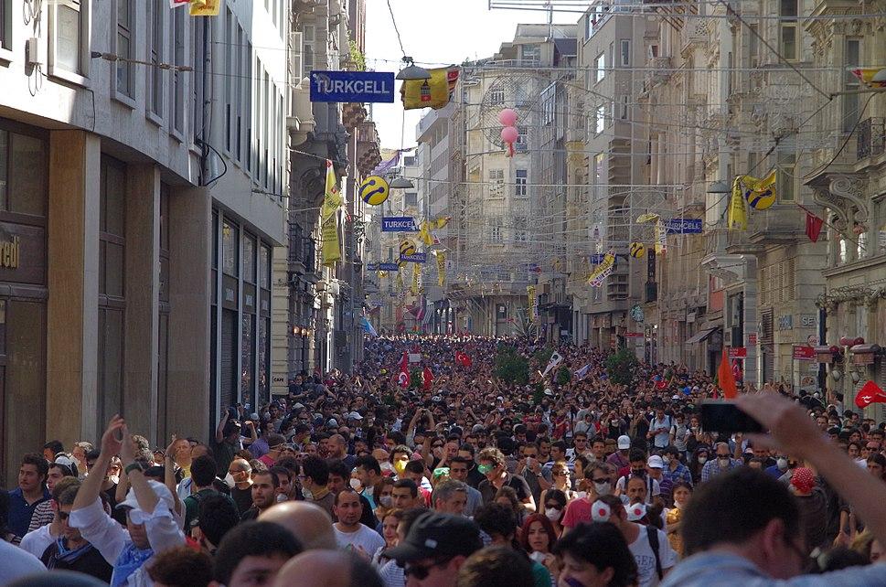 İstiklâl Caddesi, Taksim Square - Gezi Park Protests, İstanbul - Flickr - Alan Hilditch