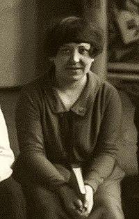 Варвара Степанова во время подготовки представления, 1924 (cropped).jpg