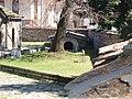Параклиса в двора на църквата - panoramio.jpg