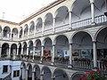 Площа Ринок 6 італійський дворик.JPG