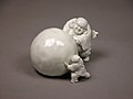 白磁布袋唐子雪玉形置物-Snowball Pushed by Hotei and a Child MET 23 225 52 O2 sf.jpg