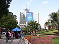 街心公园旁边的移动大楼(原来的华联大厦) - panoramio.jpg
