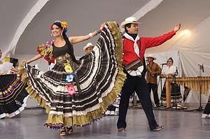 Ejemplo de baile folclórico colombiano.