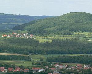 Blick von Süden über Demmelsdorf nach Schlappenreuth und zum Reisberg