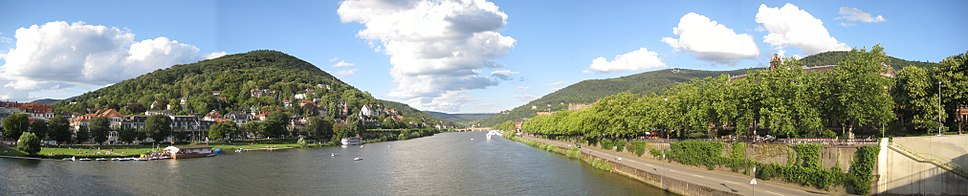 View from the Theodor-Heuss-Brücke of the Neckar running through Heidelberg, with Neuenheim and its Neckarwiesen (Neckar meadows) on left, Altstadt on right