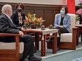 08.06 總統接見「尼加拉瓜共和國駐臺大使達比亞」 (50194123871).jpg