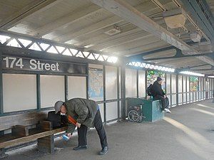 174th Street (IRT White Plains Road Line) - Southbound platform