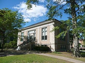 Montclair Public Library - Image: 185 Bellevue Ave Montclair NJ SWM TLW 2012 09 23