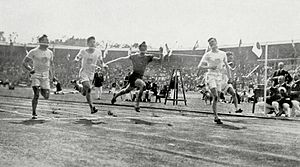 Athletics at the 1912 Summer Olympics – Men's 100 metres - Image: 1912 Athletics men's 100 metre final 3