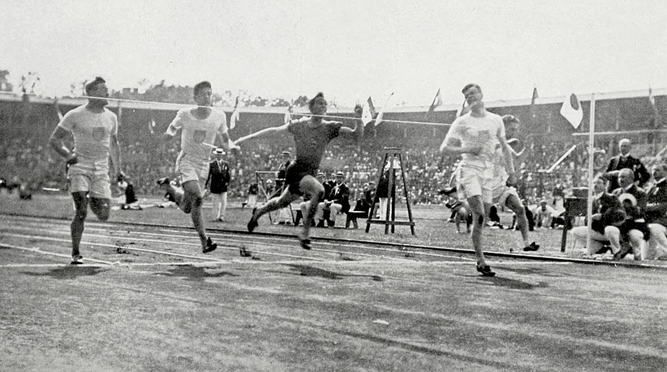 1912 Athletics men%27s 100 metre final3