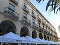191 Plaça de la Vila (Vilanova i la Geltrú), porxos de la banda nord.jpg