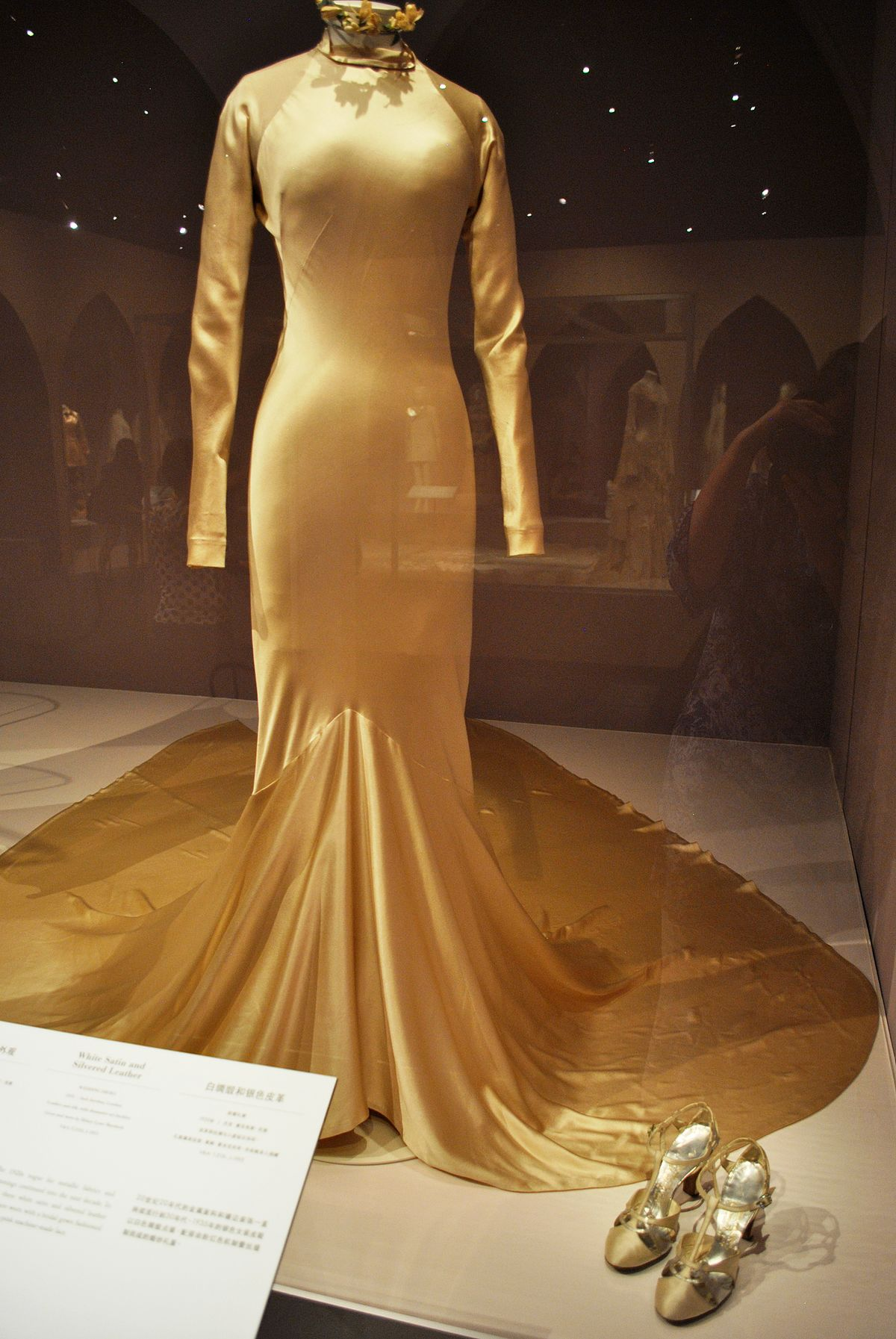 Charles james designer wikipedia for Coming to america wedding dress