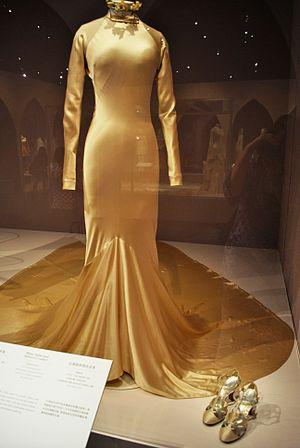 Charles James (designer) - Image: 1934 wedding dress by Charles James for Baba Beaton
