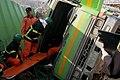 2000년대 초반 서울소방 소방공무원(소방관) 활동 사진 전복된 차량에서 인명구조 중인 구조대원.jpg