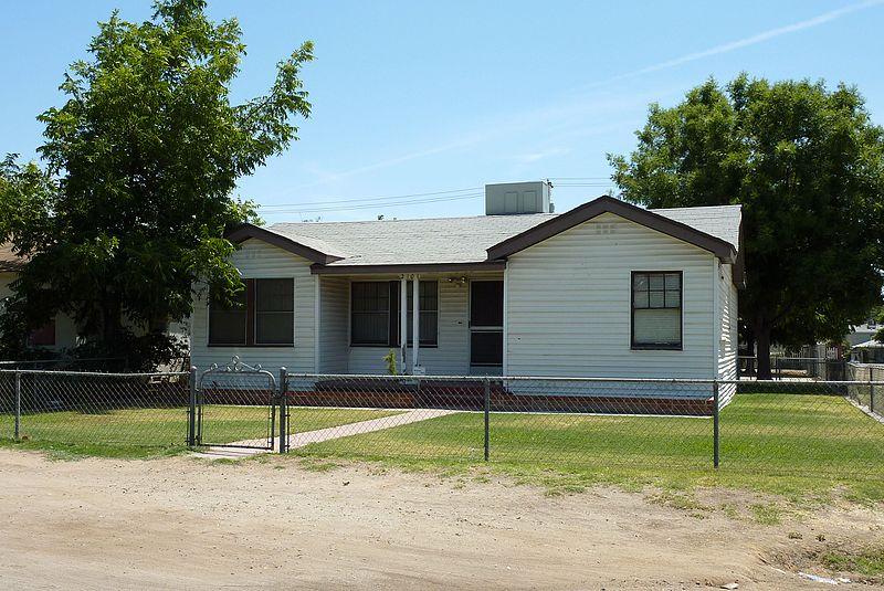 File:2009-0726-CA-Bakersfield-BushHouse.jpg