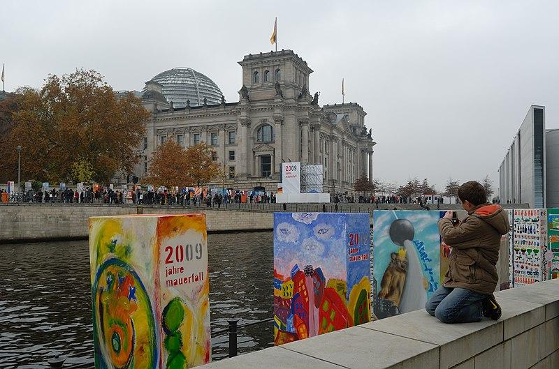 File:20 Jahre Mauerfall (2009).jpg