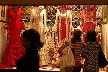 6a30547d8f17 Traje de flamenca - Wikipedia