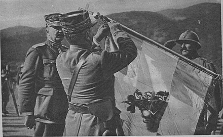 Allied commander-in-chief Louis Franchet d'Esperey decorates the battle flag of the 5th Archipelago Regiment in 1918, with the divisional commander Dimitrios Ioannou to his left 250 15 Franchet d'Esperey drapeau 5 arm.gr.jpg