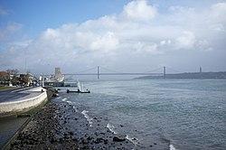 25 de Abril Bridge, Lisbon (11977720516).jpg