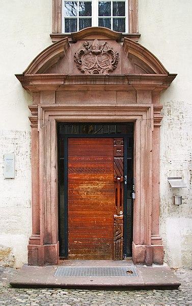 Datei:6400 Peterhof Tür 1.jpg