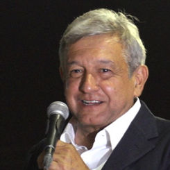AMLO en Texcoco 9 may 2012.jpg
