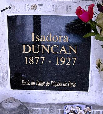 Isadora Duncan - Duncan's tomb at Père Lachaise Cemetery