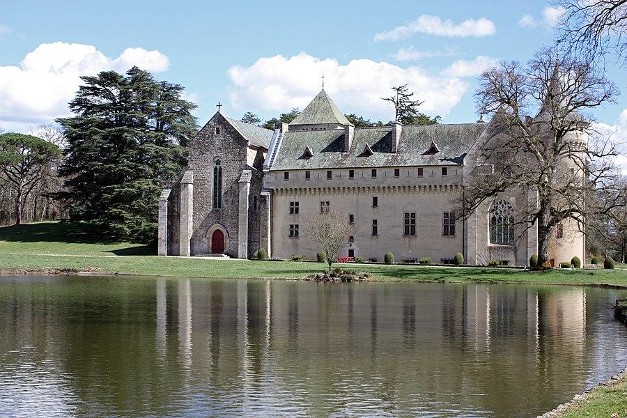 L'abbaye vue de la pièce d'eau
