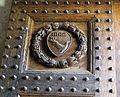 Abbazia di passignano, portale del xv sec del monastero 06 stemma.JPG
