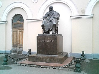 Maly Theatre (Moscow) - Monument to Alexander Ostrovsky at the main entrance to Maly, sculptor Nikolay Andreyev