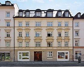 Angertorstraße 3 (provisorisches WikiMUC-Schaufenster) retuschiert.jpg
