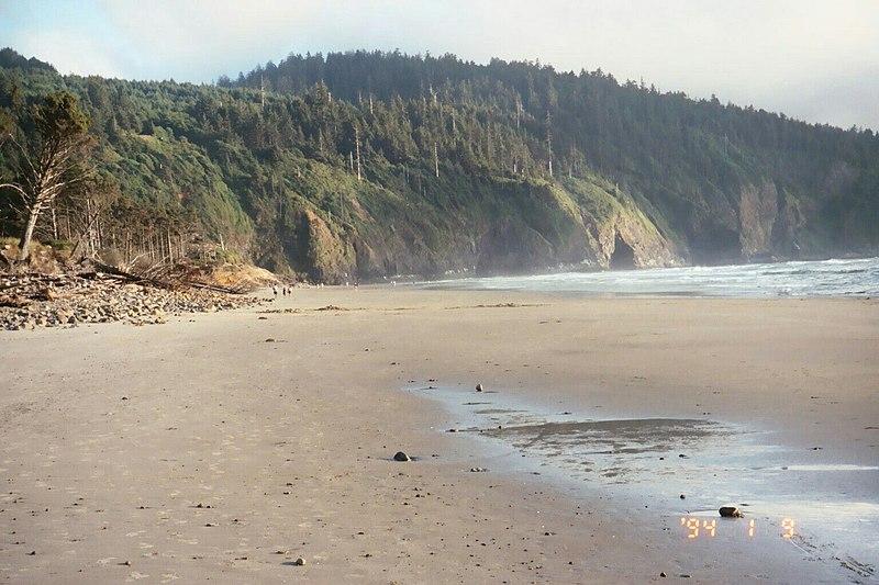 File:Another beach on Oregon Coast. 2003. (10221428946).jpg