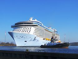 Die Anthem of the Seas im Werfthafen der Meyer Werft