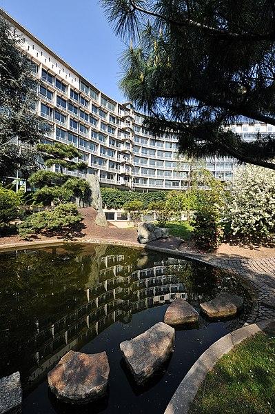 File:April 2010, UNESCO Headquarters in Paris - The Garden of Peace (or Japanese Garden) in Spring.jpg