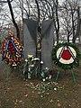 Armenian and Yewish genocide memorial with flowers in Paplovok park, Yerevan.jpeg