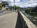 Avenida 12 de Abril con el rio Tomebamba.jpg