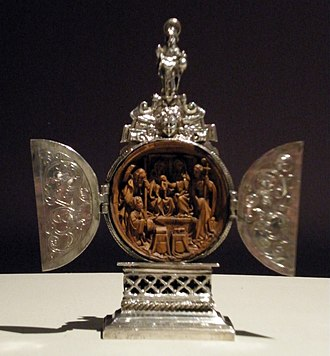 Gothic boxwood miniature - Miniature altar, boxwood and silver, c. 1500–20, Netherlandish. Height: 9.3 cm. Victoria and Albert Museum, London