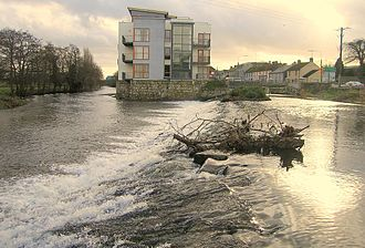 Baltinglass - Apartments and weir on the River Slaney in Baltinglass